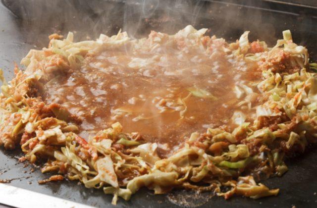 画像: 東京下町の伝統料理「もんじゃ焼き」