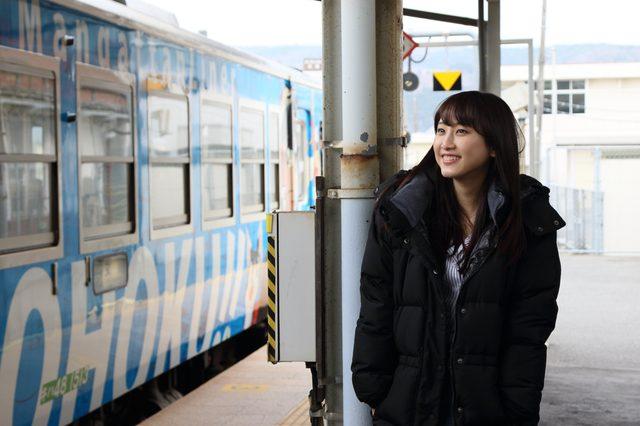 画像: ≪松井玲奈さんプロフィール≫ 1991年生まれ。SKE48の1期生メンバーとして活躍する一方、映画やドラマ、バラエティ番組など多数出演。大の鉄道好きとしても知られ、特に列車の「顔」の描写については、独特の世界観と切り口をもつ。「笑神様は突然に…」(日本テレビ系)などテレビ番組に多数出演する。