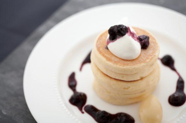 画像1: リコッタ・チーズのパンケーキ~フレッシュブルーベリージャム~