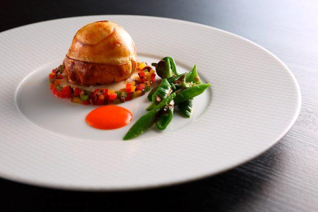 画像: 【スカイレストラン ピトレスク】鱧のパイ包み焼き~フェルメールへのオマージュ~