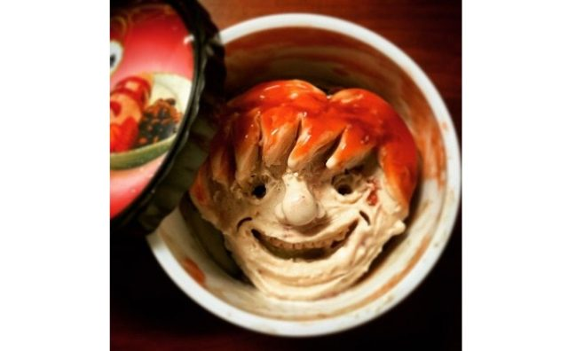 画像: 完成した頃が食べ頃?カップアイスで顔を描いたアートシリーズ