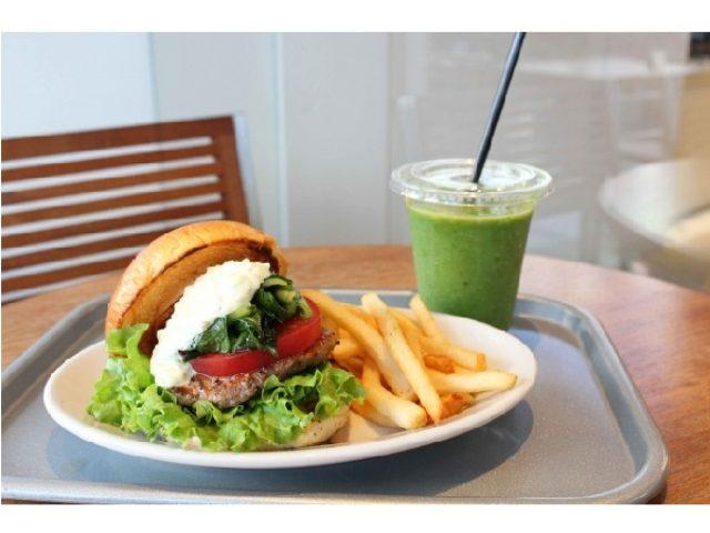 画像: 毎朝店内で焼き上げる、ふんわりと香り高いバンスを使用したハンバーガーが吉祥寺エリアに初登場!