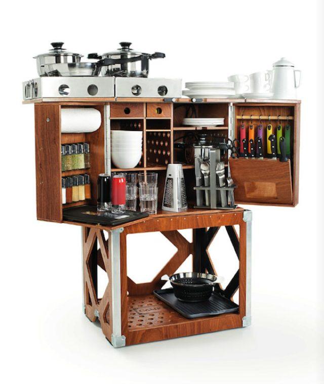画像: アウトドアでもこだわり料理を!コンロから食器まで揃った移動式キッチンが豪華過ぎる