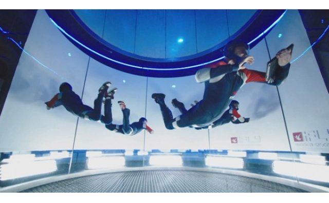 画像: 風の力で浮遊!?日本初上陸「インドアスカイダイビング」を使った動画が面白い