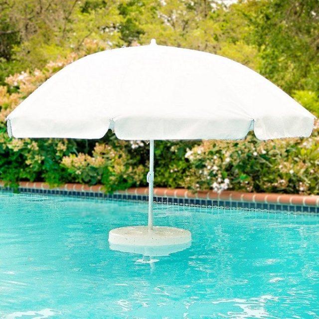 画像: これは欲しい!プールや海の中でも使えるパラソル&ドリンクホルダー