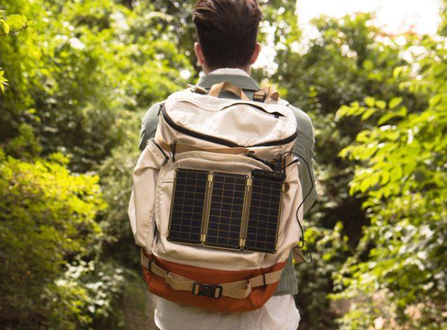 """画像: これ欲しい!世界最薄&最軽量のノート型""""ソーラー充電器"""""""