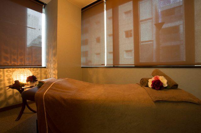 画像: 顔のシワを一掃する「銀座HARICCHI」の美容鍼。