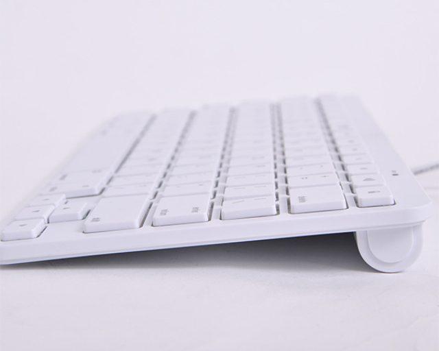 画像: 繋ぐだけで使える電池不要のiPad、iPhone専用キーボード
