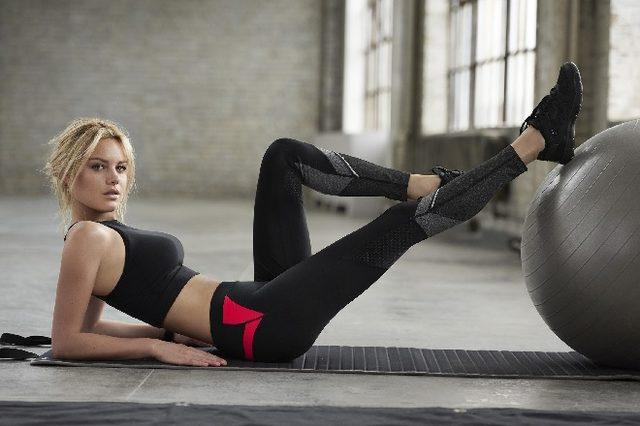 画像: カルツェドニアからフィットネス・ラインが新登場! モデルにはカミーユ・ロウを起用。