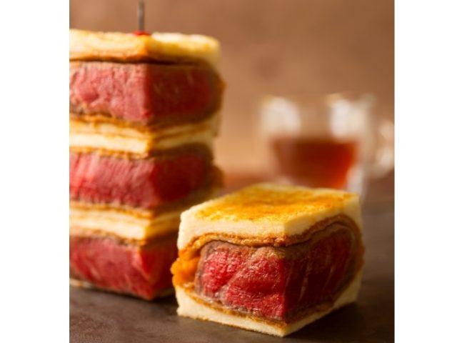 画像: ステーキより旨い?!肉の美味しさを「これでもか!」と味わえる5000円の「プレミアムビフカツサンド」