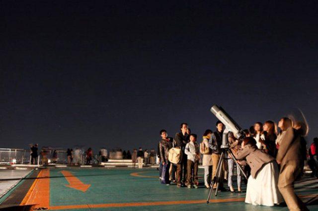 """画像: 海抜250mから""""東京の秋""""を見渡す「天空のパノラマラウンジ」がオープン"""