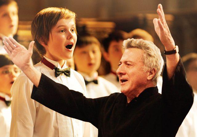 画像: 少年の声が運命を切り開く! ダスティン・ホフマン主演映画『ボーイ・ソプラノただひとつの歌声』が公開中。