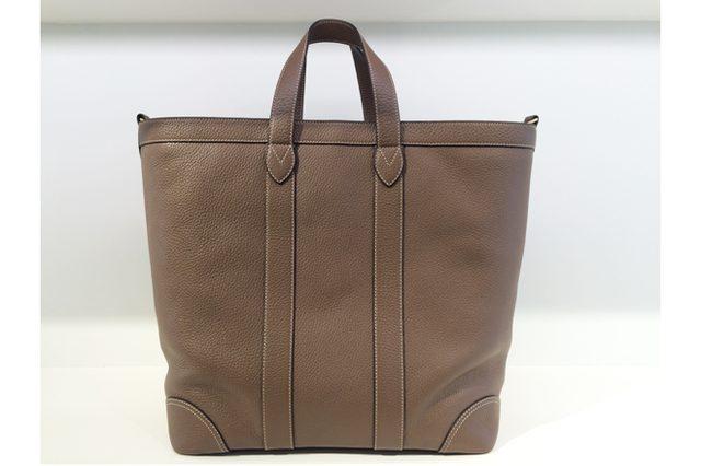 画像: J&M デヴィッドソンがバーニーズ ニューヨーク25周年を記念して限定バッグを発売。