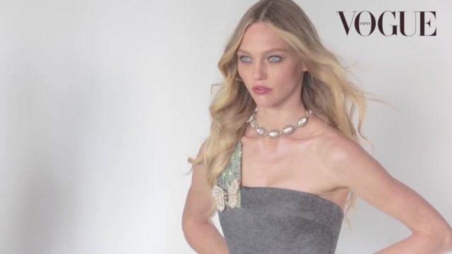 画像: サーシャ・ピヴォヴァロヴァが『VOGUE JAPAN』2015年1月号のカバーに登場。_Vogue Japan