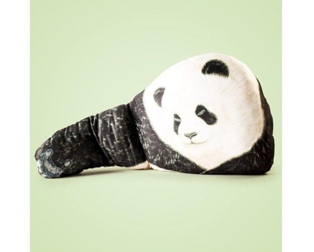 画像: 抜群の癒やし!クマが腕枕をしてくれるデザインピローがかわいい