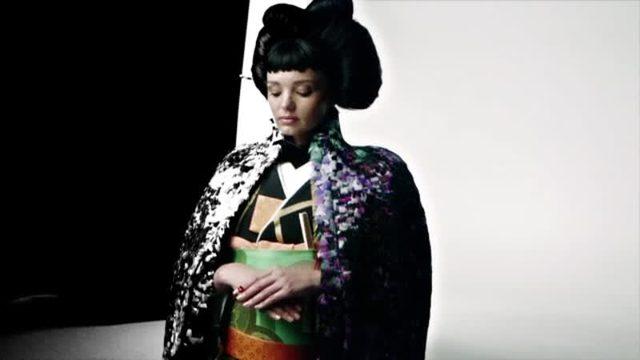画像: ミランダ・カーが『VOGUE JAPAN』15周年記念号のスペシャルカバーに登場!_Vogue Japan
