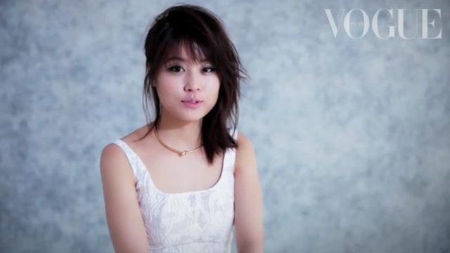 画像: 有村架純が今季のフラットをモードに履きこなす!_Vogue Japan