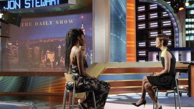 画像: Season 1-「ザ・デイリー・ショー」のサマンサ・ビーとジェシカ・ウィリアムズのキャリアに関する秘密
