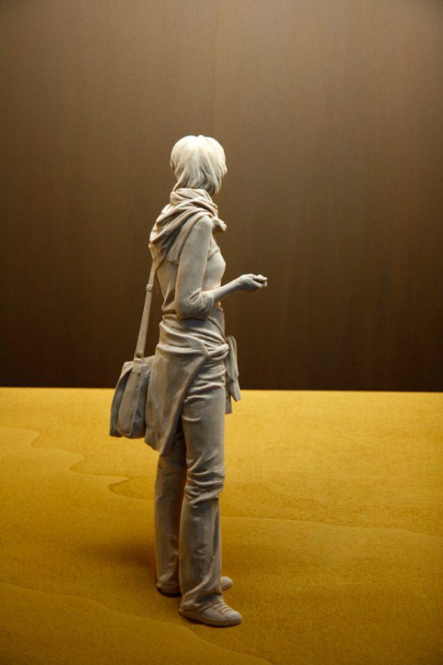画像: 実はミニサイズ!?本物にしか見えない木彫の人物像がすごい