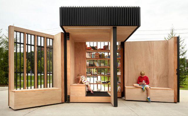画像: 扉を開ければそこは隠れ家!折り畳み式の小さな図書館がかわいい