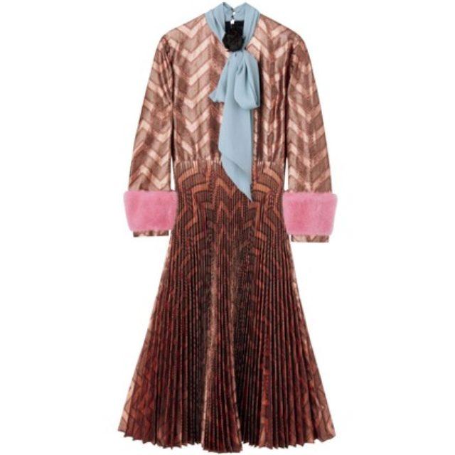 画像: ホリデーシーズンを盛り上げる、24のドレス。