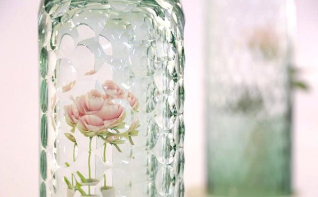 """画像: 一輪の花が""""ガラスの花束""""に!万華鏡じかけのフラワーポットが美しすぎる"""