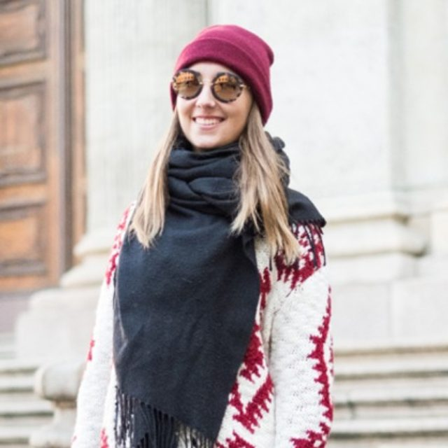 画像: ニット&フラットシューズでカジュアルに。ミラノの最新冬スタイル。