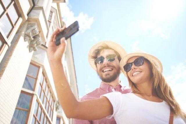 画像1: セルフィーがほぼ毎日の日課になっているユーザーも多い中、今回マイクロソフトより自撮り用のiOSアプリ「Microsoft Selfie」がリリースされました。自撮りに特に最適化された13個ものフィルターも加わり、一見の価値ありです! The post Microsoftより自撮り用のiOSアプリがリリース!セルフィー写真が機械学習の恩恵でプロの様な仕上がりに! appeared first on Spotry.me. spotry.me