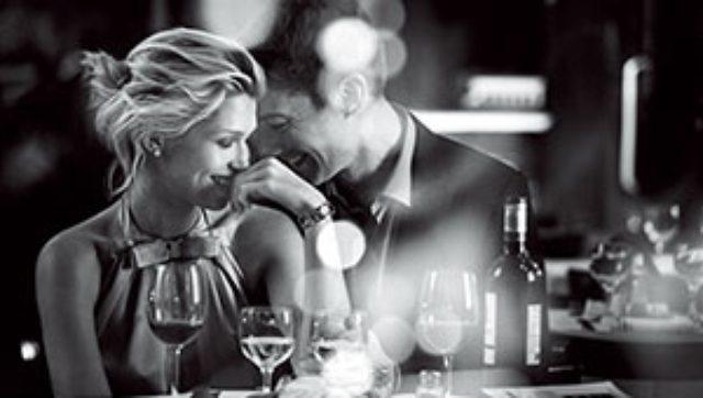 画像: 情熱を宿す、コーラルレッドの唇。