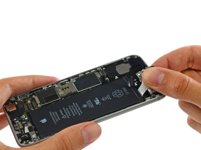 画像1: 毎年iPhoneの新しいモデルがリリースされ、新機能などが山のように追加される中、電池の持ちに関しては「最大10時間!」等と、1日持たないことで落胆するユーザーも多いはず。果たしてiPhone 7ではどうなんでしょう? The post iPhone 7でバッテリーの持ちは大幅に改善される?燃料電池搭載の可能性は? appeared first on Spotry.me. spotry.me