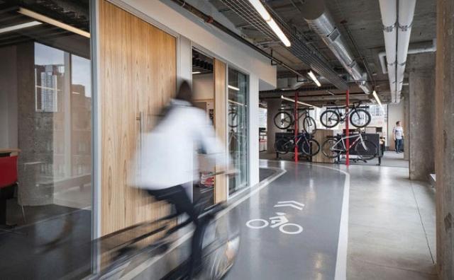 """画像: 羨ましすぎる!自転車で移動できる""""夢のオフィス""""が話題"""
