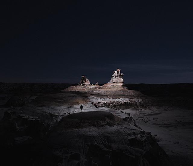 画像: 暗闇の中に浮かび上がる...ドローンとLEDライトを使って撮影した風景写真が幻想的で美しい