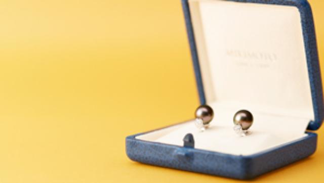画像: 財布サイズが正解! ミニ&デコラティブなバッグで、いざドレスアップ。