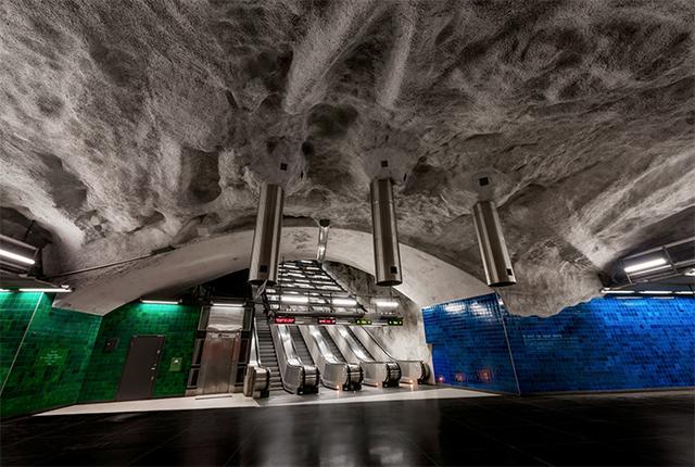 """画像: アート好きにはたまらない!スウェーデンの地下鉄駅にある""""世界最長の地下美術館""""がステキすぎる"""