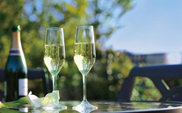 画像: 都心でリゾート気分♪シャンパン飲み放題のイベントが椿山荘で開催!