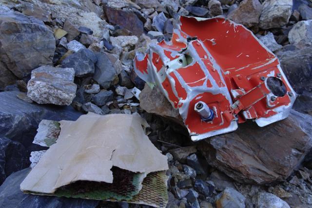 画像1: 米国ボストンに住む2人の男性、ダン・ファトレルさんとアイザック・ストーナーさんが、1985年1月にボリビアで墜落したイースタン航空980便のフライトレコーダーを探索し、発見した。 イースタン航空980便はパラグアイからマイアミへ向かう途中、ボリビア・イリマニ山の標高5,970m付近に衝突し、乗客と乗員乗員29名の全員が死亡した。 未発見のフライトレコーダー イースタン航空980便の墜落の原因を探る手がかりとなるフライトレコーダーは、事故当時徹底的な捜査が行なわれたが、見つからなかった。 フライトレコーダーは人が到達できない山中のどこかに落ちたのだろう、と事故調査委員会は結論づけ、探索を中止した。 それに疑問を持ったのがファトレルさん [...] irorio.jp