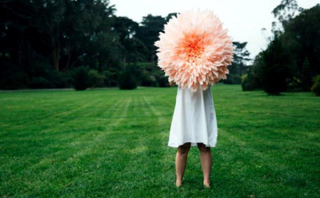 """画像: 1000枚もの花びらが織りなす""""大輪の造花""""がファンタジック!"""