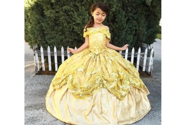 画像1: 女の子の憧れ、ディズニープリンセスのドレス。 市販品もありますが、オリジナルの、しかもパパの手作りとなると特別ですね。 「本物」を忠実に再現 中でも今、特に注目を浴びているのが、ネフィ・ガルシアさんが子どもたちのために作っているドレスです。 可愛い上に、モデルにした「実物」そっくりです。 Designer Daddyさん(@designerdaddy_)が投稿した写真 – 2015 12月 5 8:57午後 PST Designer Daddyさん(@designerdaddy_)が投稿した写真 – 2016 2月 21 8:12午前 PST Designer Daddyさん(@designerdaddy_) [...] irorio.jp