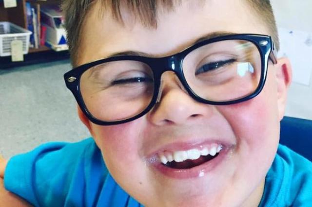 画像1: ある母親が息子のクラスメイトの親に宛て綴った手紙が、複数の海外メディアで取り上げられるなどし、人々に感動を与えている。 カナダ・ブリティッシュコロンビア州に住むJennifer Kiss-Engeleさんの息子、Sawyer君はダウン症だ。 我が子以外、クラス全員が招待された 先日、Sawyer君のクラスメイトの1人が、クラス全員を自身のバースデーパーティーに招待した。ただ1人、Sawyer君を除いて...。 「誕生会に招かれていないのは我が子だけ」と知ったJenniferさんは、自身のフェイスブックで、くだんのクラスメイトの親に宛て手紙をしたため公開した。 「別に怒っているわけではない」と断りながら、彼女が綴った手紙の概要は以下のとお [...] irorio.jp