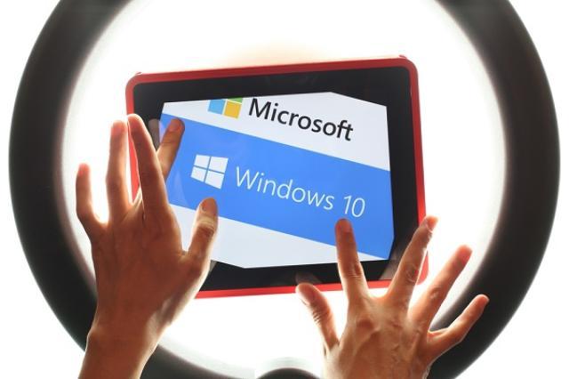 画像1: Windows 10の更新通知画面に「更新しない」選択肢が追加されることになった。 通知画面を変更へ 米マイクロソフトは28日、Windows 10へのアップグレード通知画面を変更すると発表した。 通知画面に「更新しない」という選択肢を追加し、選ぶとそれ以降は通知が表示されなくなる。 また、右上の「×」ボタンをクリックしても自動更新せず、数日後に通知画面が表示される仕様になる。 Windows 10無償キャンペーン マイクロソフトは最新OS「Windows 10」に無償でアップグレードできるキャンペーンを実施。 Windows 7と8.1ユーザーに対してポップアップで実施予定日時を通知した上で、更新日時に自動的にアップグレードを開始 [...] irorio.jp