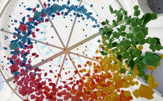 画像: 「折り紙」をつかったフランス人アーティストのインスタレーションが幻想的で美しい!