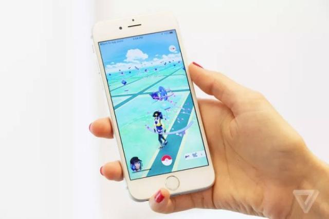 画像1: 日本でもサービス開始後、サーバーがダウンしたり、至る所でポケモンGOトレーナーを見かけるなど、一つの社会現象となっている「Pokémon Go」ですが、Ingressの開発元としてもお馴染みのNiantic社CEOであるJohn Hanke氏によると、近々新しいポケモンやポケストップのカスタマイズが可能になり、ポケモンセンターも登場させたいとのこと! The post ポケモンGO、近々新しいポケモンやポケストップのカスタマイズが可能に?!ポケモンセンターも登場? appeared first on Spotry.me. spotry.me