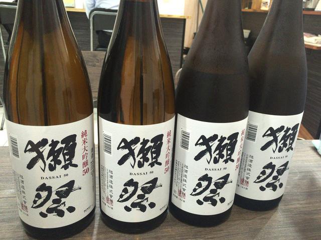 画像1: 高田馬場に昨年オープンしたばかりの、日本酒好きが集う「そば居酒屋 太閤」はご存知だろうか。 昼は蕎麦屋、夜は蕎麦居酒屋になる二毛作店であり、リーズナブルな価格帯でたくさんの日本酒と出会える魅力的なお店だ。 今回こちらのお店で、2016年7月25日(月)、26日(火)の2日間限定で獺祭デーが開催されるとの情報を入手! 人気の獺祭50がなんと1杯180円な上、さらに何杯飲んでもでもOKとのこと。 という訳で、先日訪れた模様を日本酒好きな皆さまにご紹介したい。 穴場のそば居酒屋 場所は、高田馬場駅戸山口から徒歩5分少々。 賑わいをみせる早稲田口とは対照的で、閑静な西大久保アパートの一階にある。 昼は蕎麦屋ということもあり、明るくておひとり [...] irorio.jp