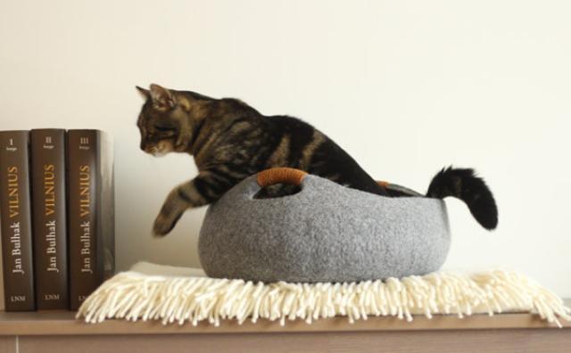 画像: にゃんこ大満足!小物入れにも使えるフェルト素材の猫ベッドがかわいい