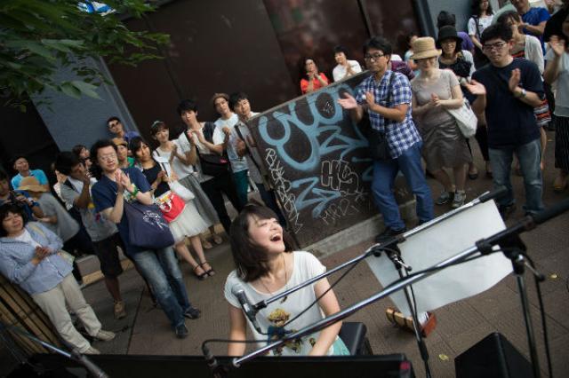 画像1: 渋谷ズンチャカ実行委員会による、市民参加型の音楽フェスティバル『第2回 渋谷ズンチャカ!』が、渋谷駅周辺にて9/4に開催される。 渋谷の街が1日限定で「音楽解放区」に! 音楽・ファッションをはじめとするカルチャーの発信地として発展し続けてきた東京・渋谷。 現在は、2020年開催の東京オリンピック・パラリンピックへ向け、街のあちこちで再開発工事が進行中だ。 そんな渋谷の街をステージに1日限りで開催される『第2回 渋谷ズンチャカ!』は、「変わりゆく渋谷の街を音楽の力で盛り上げたい」という思いからスタートした市民がつくる新しい参加型音楽フェスティバル。 昨年開催された第1回には約1万2,000人の参加者が訪れたそうで、今年は3万人を想定 [...] irorio.jp