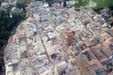 画像1: 24日午前3時30分頃、イタリア中部を震源とするM6程度の地震が発生し、多くの家屋が倒壊。現段階で約250人の死亡が確認された。 しかもまだ多くの行方不明者が瓦礫の下に埋まっているとされ、今も懸命の救出活動が続いている。 75人の難民が生活費の一部を寄付 そんな中、被災した人々を助けようと難民や亡命者らが声を上げた。 その難民とは南イタリア、ジョイオーザ・イオーニカ(Gioiosa Ionica)という地区のシェルターで暮らす75人。 彼らは毎週支給される生活費の一部を、地震によって愛する人を失った方や家を奪われた被災者のために寄付すると発表。 それによればこれは、難民として受け入れてくれたイタリアの人々に対する恩返しとして、少しで [...] irorio.jp