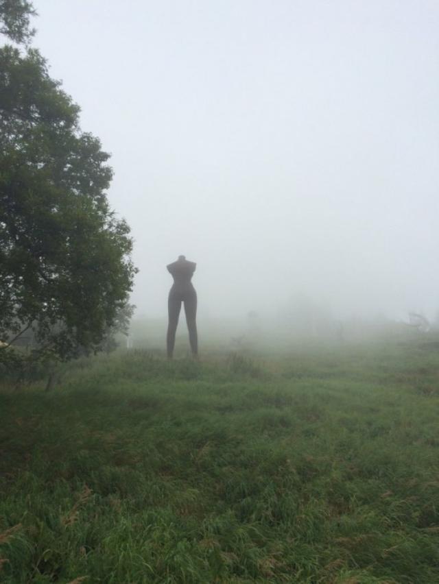 画像1: サイレントヒルのような『美ヶ原高原美術館』の「風景写真」に注目が集まっています。 リアルサイレントヒル状態 この「風景写真」を投稿しているのは、くろだまさし(@kurodamasa)さん。 本日の美ヶ原高原美術館、突然霧が立ち込めちょっと異様な空間に。 彫刻作品群も相まってリアルサイレントヒル状態ですごくテンションが上がる。 pic.twitter.com/f8YWriAjNk — くろだまさし (@kurodamasa) 2016年8月21日 ある日、長野県の『美ヶ原高原美術館』を訪れ、彫刻作品を鑑賞していたときのことです。 突然、霧が立ち込め、彫刻作品を展示しているエリアが異様な空間になったんだとか。 なんだか、現実世界から引き [...] irorio.jp