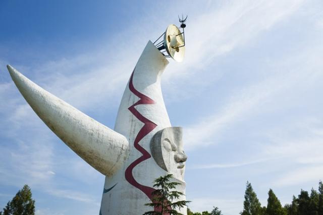 画像1: 「太陽の塔」内部リニューアル前最後の内覧会が10月に行われる。 「太陽の塔内部」を再生へ 大阪の万博記念公園で10月29日、「太陽の塔内部再生前最後の内覧会」が開催。 太陽の塔のお知らせが続くで!46年前の大阪万博当時の姿が見られる最後の内覧会の参加者を募集するねん(定員500名、応募多数の場合は抽選)。9月30日(金曜日)まで、はがきでの応募を受け付けるで。ふるって応募してなε(>θ<)з https://t.co/XzgDLNak5n — もずやん@大阪府広報担当副知事 (@osakaprefPR) 2016年8月25日 500名限定で参加者を募集している。 1970年「大阪万博」テーマ館の1つ 太陽の塔は芸術家の岡 [...] irorio.jp