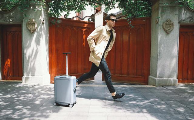 画像: 手ぶらで旅行の時代がやってくる!?持ち主を追って自動走行する「ロボット・スーツケース」が画期的