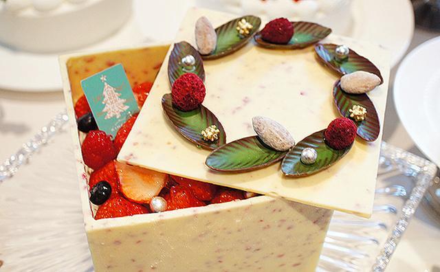 画像: リースを飾ったBOX型ケーキに胸キュン♡キハチのクリスマスケーキを試食してきた!